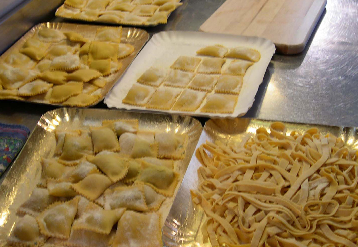 Cooking classes with fresh pasta in different forms and with different sauces in Marche Italy