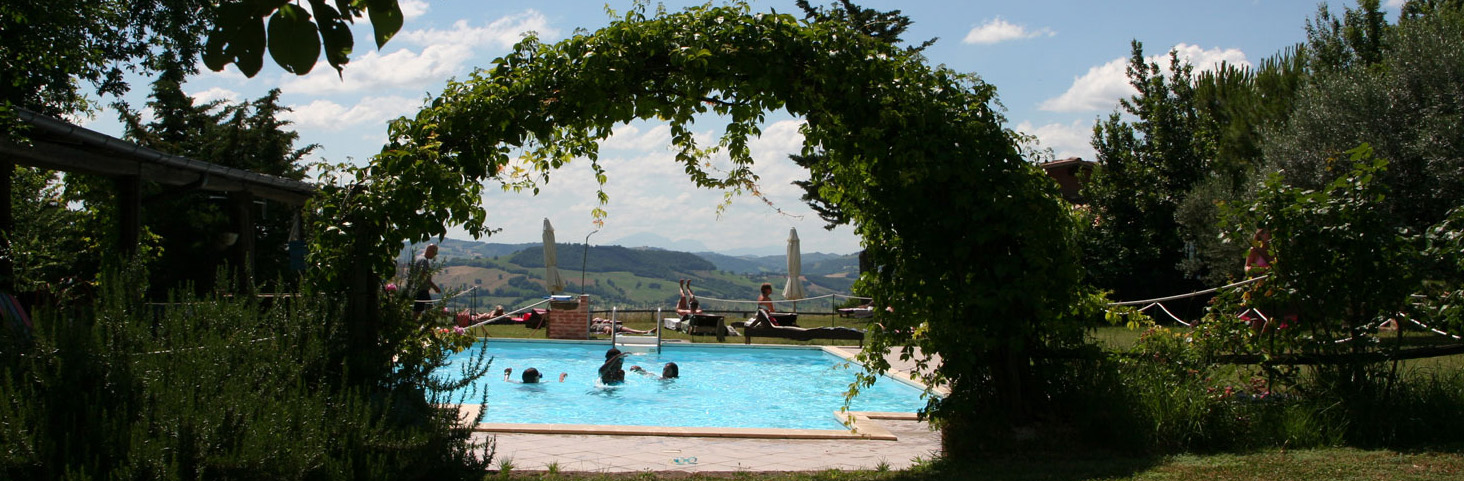 Price List Of Holiday Rentals With Swimming Pool Self Catering Houses In Le Marche Italy