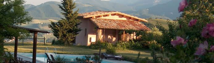 Holiday cottage with pool in Italy