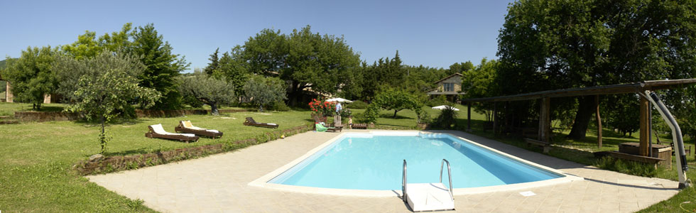 Self-catered holiday rentals with pool in Italy